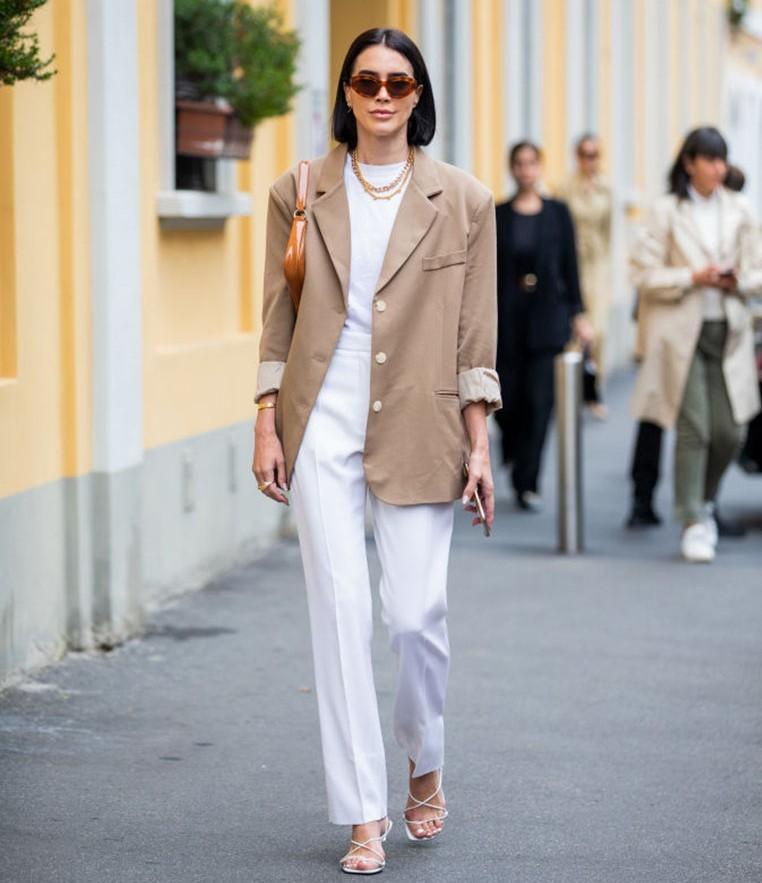 màu sắc trang phục trắng tinh khôi