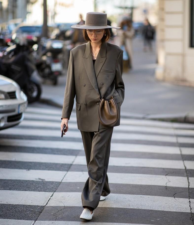 trang phục suit thanh lịch xuống phố