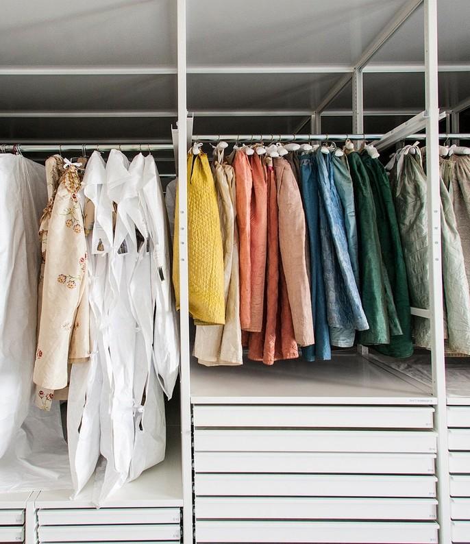 cách bảo quản trang phục chất da lộn