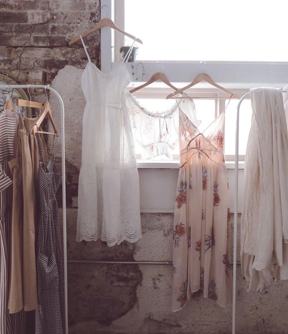 váy ngủ sáng màu tinh tế