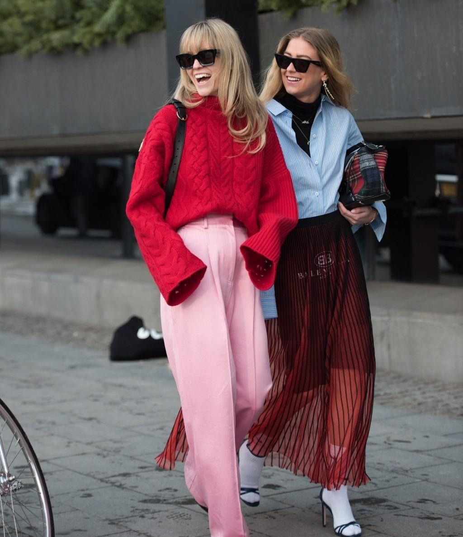 Bạn cũng có thể linh hoạt kết hợp gam màu nóng và lạnh để tạo ra bộ đồ ưng ý.