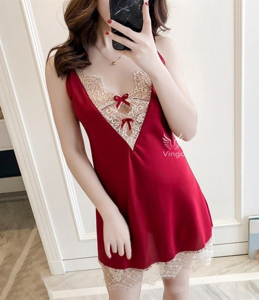 Những chiếc váy màu đỏ phối ren