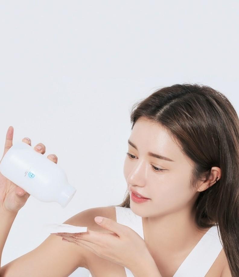 Ngoài kem dưỡng, nàng nên cấp ẩm thêm cho da mặt với toner