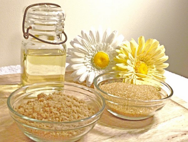 Tẩy da chết với đường nâu và dầu dường siêu hiệu quả