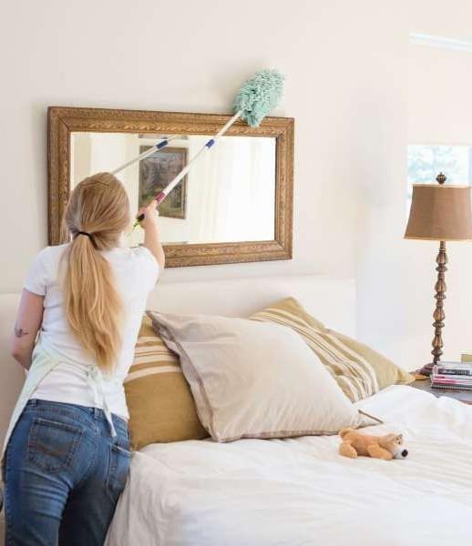 Thường xuyên dọn dẹp phòng ngủ giúp phòng tránh các nguy cơ gây bệnh