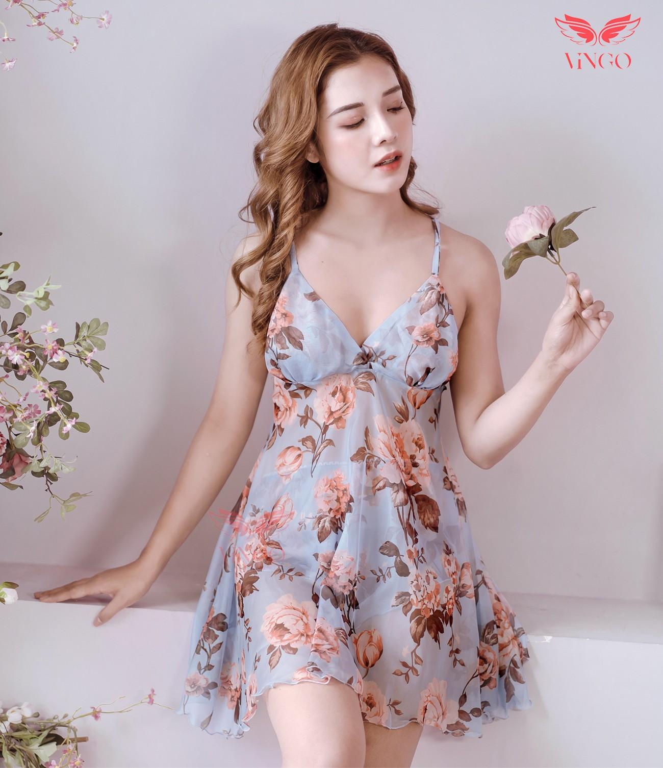 Váy ngủ voan xanh lam thanh lịch, sang trọng để mặc đẹp ngày Tết