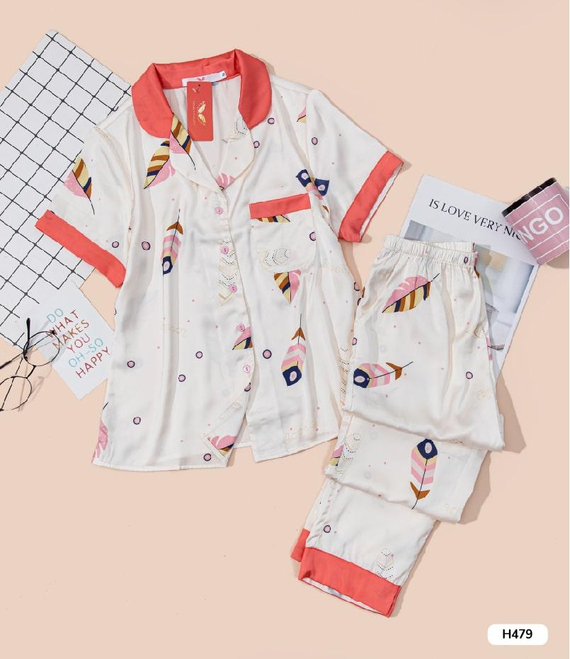 Bộ pijama lụa cộc tay quần dài cao cấp H479 nền trắng lá vàng